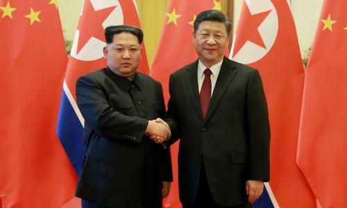 Lãnh đạo Triều Tiên Kim Jong-un (trái) đến Bắc Kinh gặp Chủ tịch Trung Quốc Tập Cận Bình hồi tháng ba. Ảnh: Xinhua.
