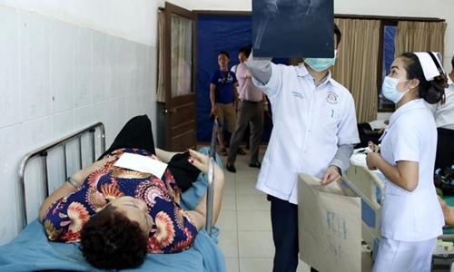 Xe khách chở người Việt gặp tai nạn ở Lào
