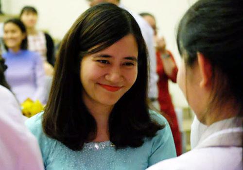 Cô Nguyễn Minh Ngọc trong lễ tri ân của học sinh lớp 12.