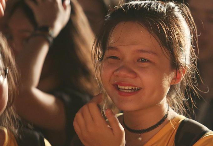 Teen Amsterdam trào nước mắt chia tay tuổi học trò
