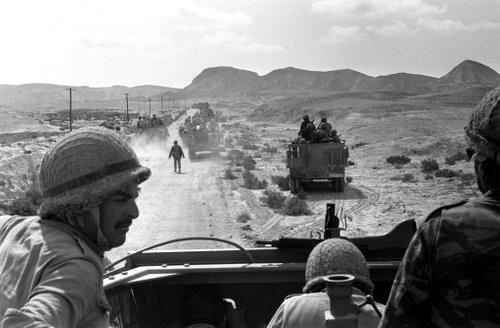Đoàn xe Israel tấn công bán đảo Sinai ngày 7/6/1967. Ảnh: AFP.