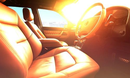 Nhiệt độ trong xe có thể tăng cao hơn nhiều so với nhiệt độ ngoài trời trong ngày nắng nóng. Ảnh minh họa: Sunday Times Driving.