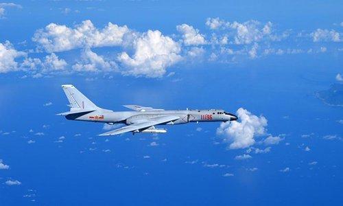 Máy bay Đài Loan bám theo oanh tạc cơ Trung Quốc