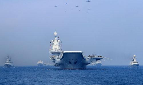 Tàu chiến và tiêm kích của quân đội Trung Quốc tham gia diễn tập quân sự ở biển Đông vào tháng 4/2018. Ảnh:Reuters.