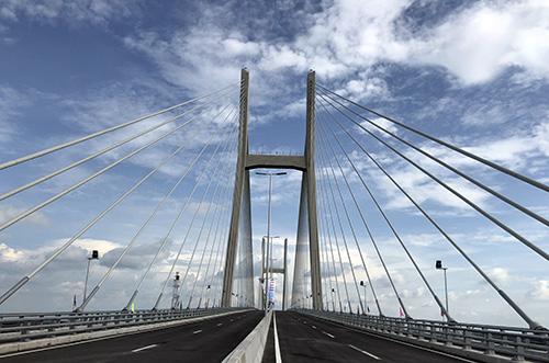 Đây là cầu dây văng thứ 3 bắc qua sông Tiền sau cầu Mỹ Thuận và Rạch Miễu. Ảnh: Cửu Long