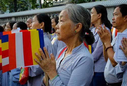 Phật tử ở Sài Gòn tham dự đại lễ Phật đản. Ảnh: Thành Nguyễn.