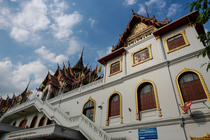 Đi buýt sông ngắm những ngôi chùa nổi tiếng ở Bangkok