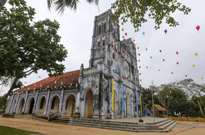 Nhà thờ trăm tuổi nơi giữ sách quốc ngữ đầu tiên