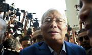Cựu thủ tướng Malaysia cáo buộc cảnh sát lục tủ lạnh lấy đồ ăn