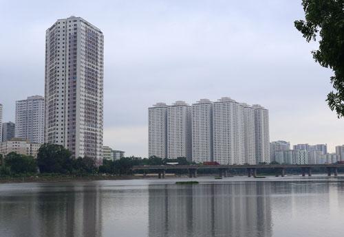 Toà nhà VP6 (trái) và tổ hợp HH2, HH3, HH4 của tổ hợp HH Linh Đàm nằm trong danh sách bị nêu tên vì vi phạm về phòng cháy, chữa cháy.Ảnh: Phương Sơn