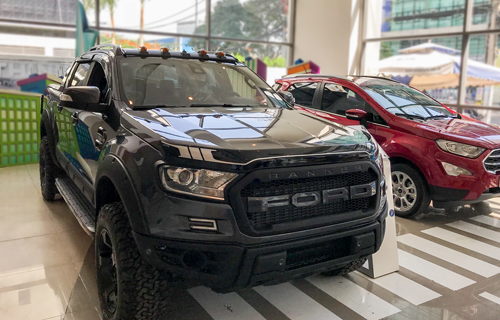Mẫu Ranger độ phong cách Raptor ở ngoại thất có giá khoảng 1,3 tỷ tại một đại lý Ford ở TP. HCM.