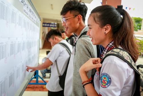 Theo dự thảo, dịch vụ tuyển sinh đại học sẽ phải thu giá, thay vì cách gọi thu phí như hiện nay. Ảnh: Thành Nguyễn
