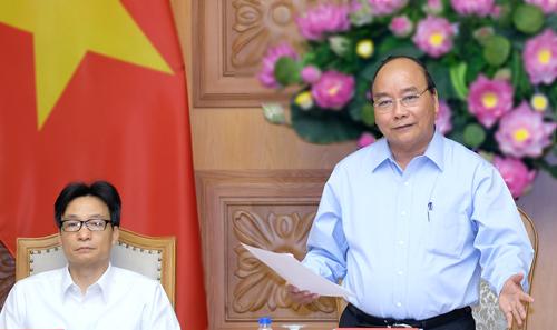 Thủ tướng Nguyễn Xuân Phúc và Phó thủ tướng Vũ Đức Đam tham dự cuộc họp. Ảnh: VGP