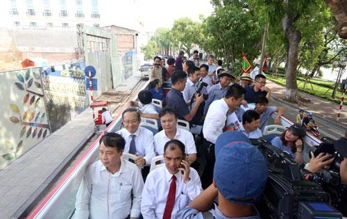 Xe buýt hai tầng có sức chứa 80 hành khách, trong đó phần lớn các ghế được bố trí trên tầng hai.Ảnh: Bá Đô