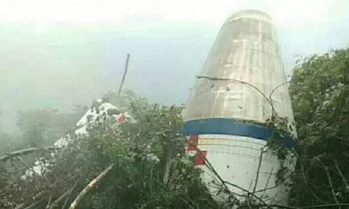 Vật thể rơi trong khu rừng ở Phúc Kiến được xác định là một bộ phận của tên lửa Trường Chinh 4C. Ảnh:sm.fjsen.com.