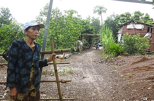 Nhà chức trách Triệu Phong cắt hết các chức danh của tổ chức đoàn thể chính trị tại thôn Tràng Sỏi. Ảnh: Thanh Bình