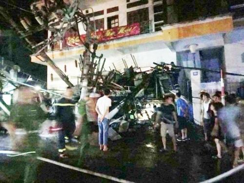 Hiện trường vụ tai nạn khiến 2 người chết, 2 người bị thương nặng.
