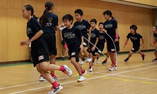 Học sinh Nhật Bản yêu thích môn nhảy dây. Ảnh:Next Shark