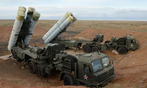 Xe phóng đạn của tổ hợp S-400 tham gia diễn tập hồi năm 2017. Ảnh: Sputnik.