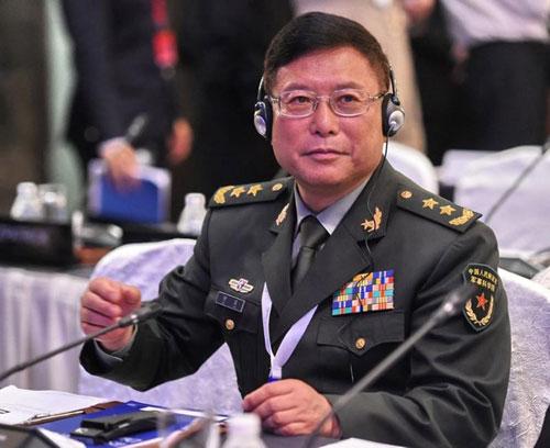 Trung tướng Hà Lôi, phó giám đốc Học viện Khoa học Quân sự Trung Quốc, dẫn đầu đoàn đại biểu nước này dự Đối thoại Shangri-La ở Singapore. Ảnh: China Daily.