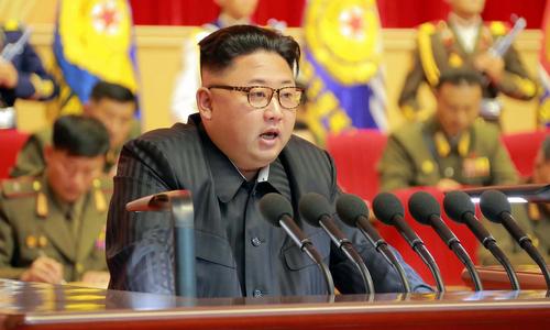 Kim Jong-un phát biểu trong cuộc họp với các tướng quân đội hồi năm 2016. Ảnh: KCNA.