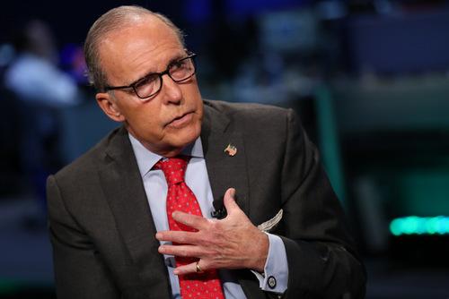 Giám đốc Hội đồng Kinh tế Quốc gia Mỹ Larry Kudlow trả lời phỏng vấn hồi tháng 3. Ảnh: Reuters.
