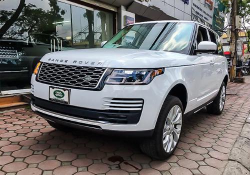Range Rover HSE 2018 đầu tiên về Việt Nam được chào bán giá khoảng 400.000 USD.