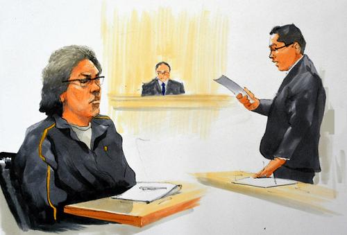 Đa phần thời gian trong phiên tòa hôm qua, Shibuya nhắm mắt, giữ yên lặng khi công tố viên trình đọc cáo trạng và trình bằng chứng. Ảnh: Asahi.