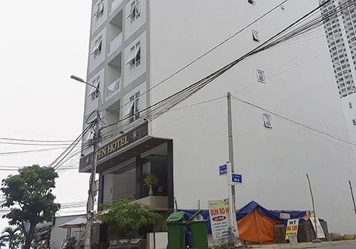 Khách sạn xảy ra vụ việc cao khoảng 10 tầng. Ảnh. N.T.
