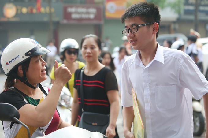 Học sinh lứa 'dê vàng' đua giành suất vào lớp 10 công lập Hà Nội