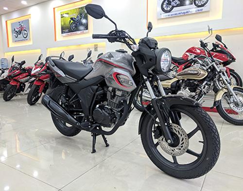 Honda CB150 Verza 2018 tại một đơn vị nhập khẩu tư nhân trên phố Âu Cơ, Quận Bình Tân.