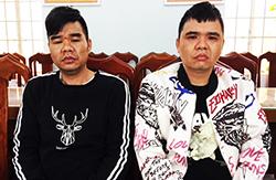 Hai người Trung Quốc trốn truy nã bị cảnh sát bắt. Ảnh: Công an Khánh Hòa.