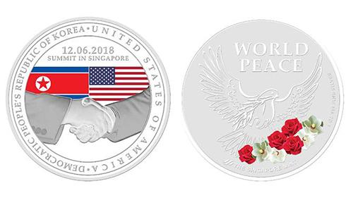 Mẫu huy chương mạ bạc được Singapore phát hành để kỷ niệm cuộc gặp Trump - Kim. Ảnh: Singapore Mint