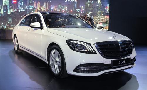 Mercedes S-class mới có dải đèn pha dễ nhận diện hơn.