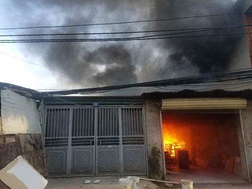 Xưởng gỗ bị cháy rụi chỉ sau 20 phút. Ảnh: Gia Chính