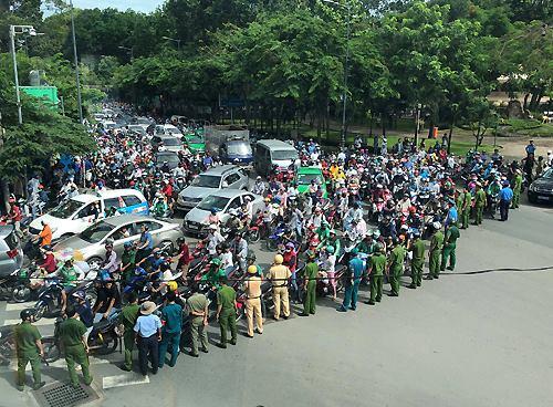 Nhiều tỉnh thành rối loạn vì người dân tuần hành