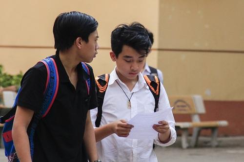 Thí sinh tham gia kỳ thi tuyển sinh vào lớp 10 THPT chuyên Khoa học Tự nhiên năm học 2018-2019. Ảnh: Dương Tâm.