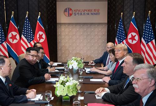 Người phụ nữ duy nhất theo sát toàn bộ cuộc gặp Trump - Kim - ảnh 2