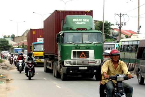 Quốc lộ 1, đoạn qua khu vực huyện Bình Chánh là một trong những điểm đen về tai nạn giao thông. Ảnh: Hữu Công