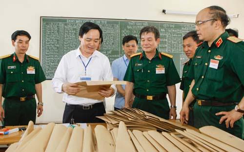 Mọi công tác in sao, vận chuyển đề thi, bài thi của thí sinh trong kỳ thi THPT quốc gia đều có an ninh giám sát. Ảnh: Hoàng Thành.