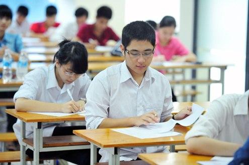 Từ năm 2017, mỗi thí sinh trong một phòng thi THPT quốc gia có một mã đề riêng, khiến số lượng đề thi cần in ấn tăng mạnh. Ảnh: Giang Huy.