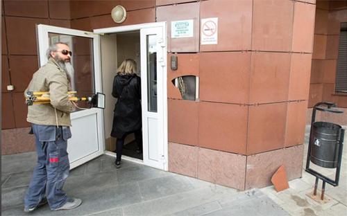 Dân cư ở tòa 27 đường KrylovaDa cho hay họ đã bị kiểm tra danh tính suốt nhiều tháng nay