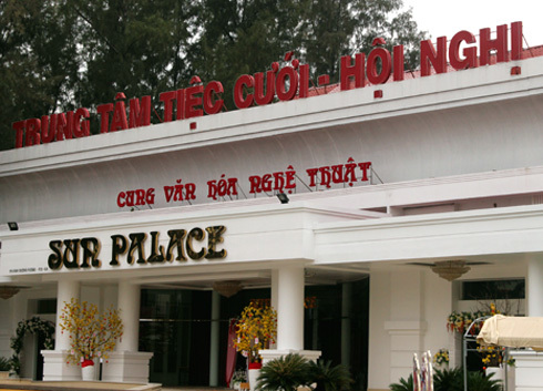 Nhà hàng tiệc cưới được xây dựng trên đất của công viên Phú Lâm (quận 6). Ảnh: Hữu Nguyên