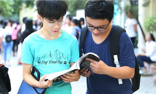 Tỷ lệ chọi vào trường THPT chuyên Ngoại ngữ là 1 chọi hơn 10. Ảnh: Ngọc Thành