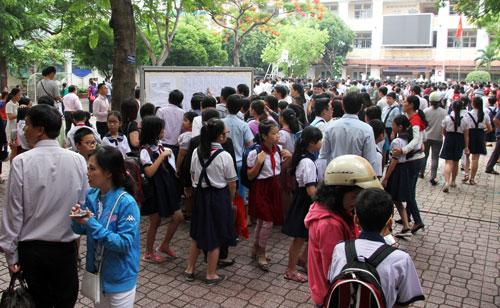 Hơn 4.000 sĩ tử nhí ở Sài Gòn đua vào lớp 6 trường chuyên - ảnh 1