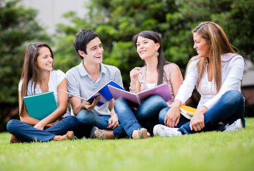 Học sinh, sinh viên có nhu cầu xin học, học bổng, mang theo bản công chứng học bạ, bảng điểm chứng chỉ tiếng Anh để được nhận và xem xét hồ sơ tại sự kiện.