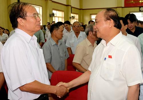 Thủ tướng Nguyễn Xuân Phúc tiếp xúc cử tri Hải Phòng sáng 18/6. Ảnh: VGP/Quang Hiếu