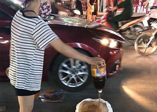 Thiếu phụ 28 tuổibị làm nhục giữa phố.