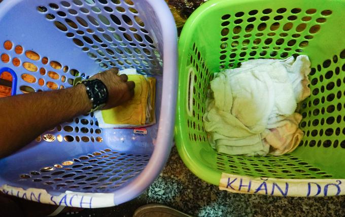 Quán cà phê có cá bơi lội ngay dưới chân ở Sài Gòn