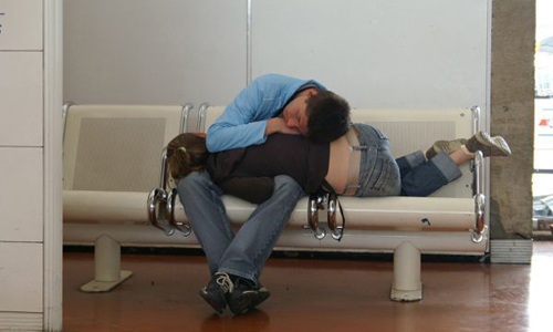 Lợi ích của việc có bạn trai, bạn gái khi buồn ngủ.
